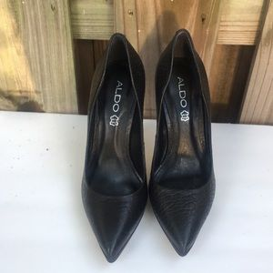 Black upper leather Aldo pumps